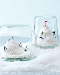 snowglobe-421-mld109268_vert